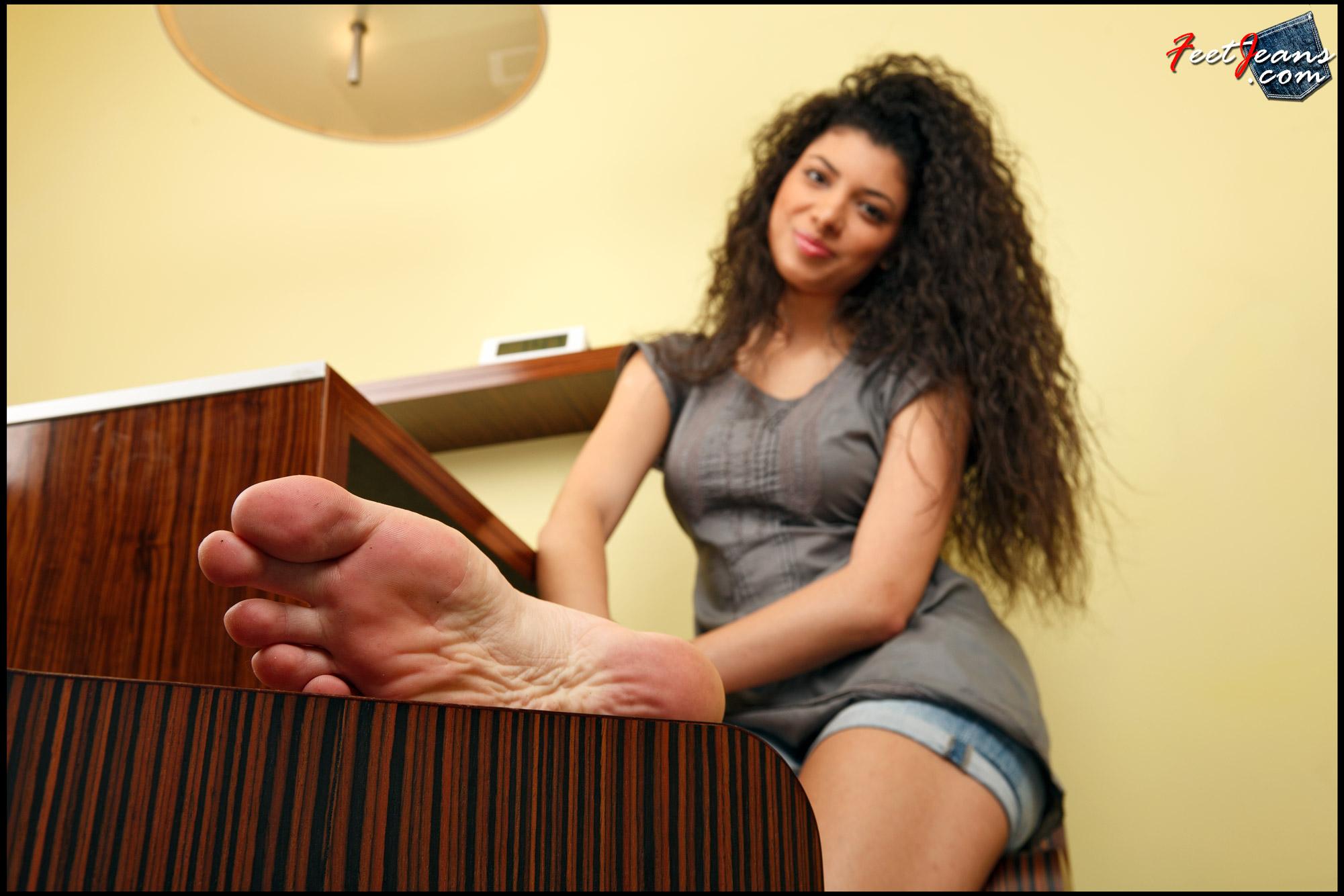 Сосут пальцы ног 18 фотография