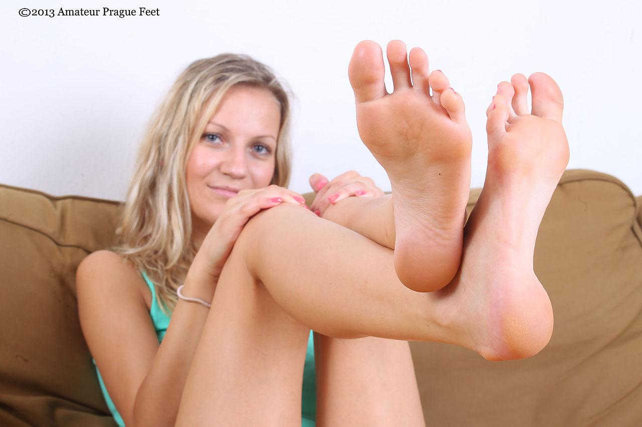 Сосут пальцы ног 9 фотография