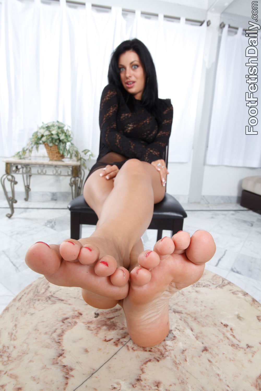 Raven foot fetish