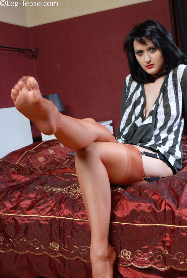 Diana leg tease free porn - Adult videos