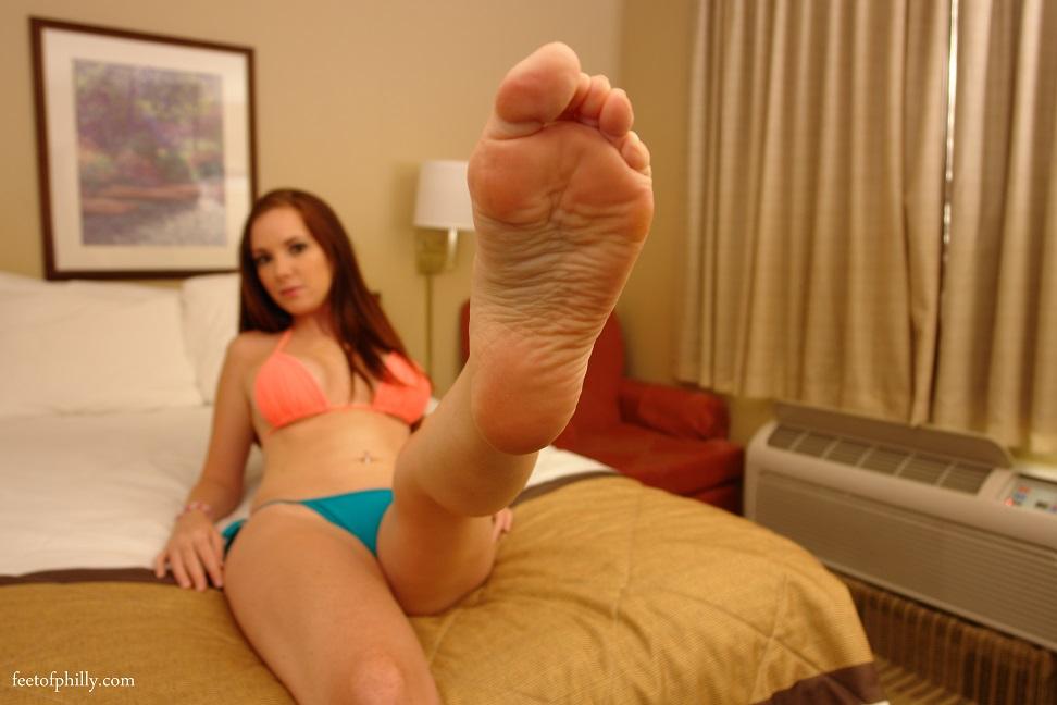Lesbian Slave Lick Feet Pussy