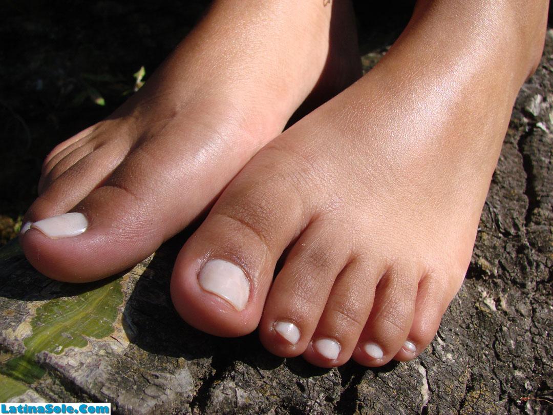 Latinas toes