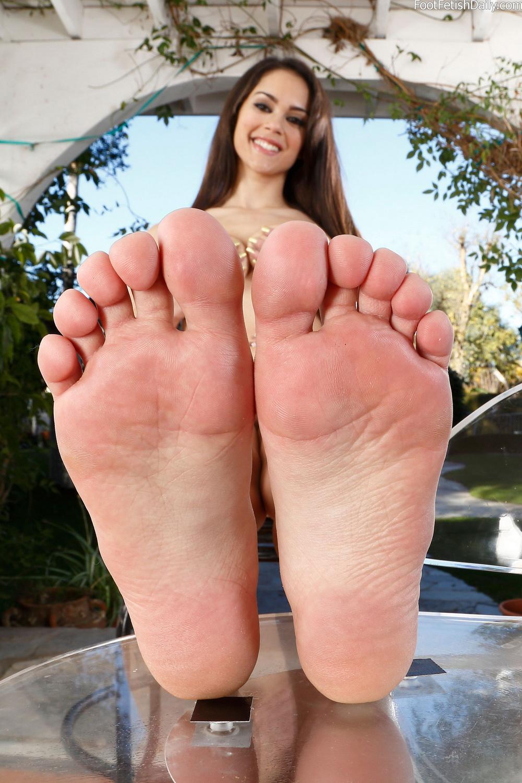 Leilani lei feet