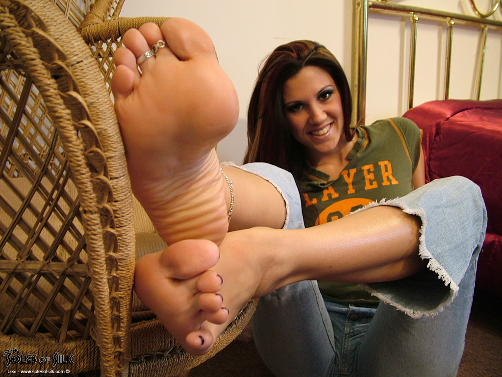 see more photos of lexi at soles of silk by clicking the banner below