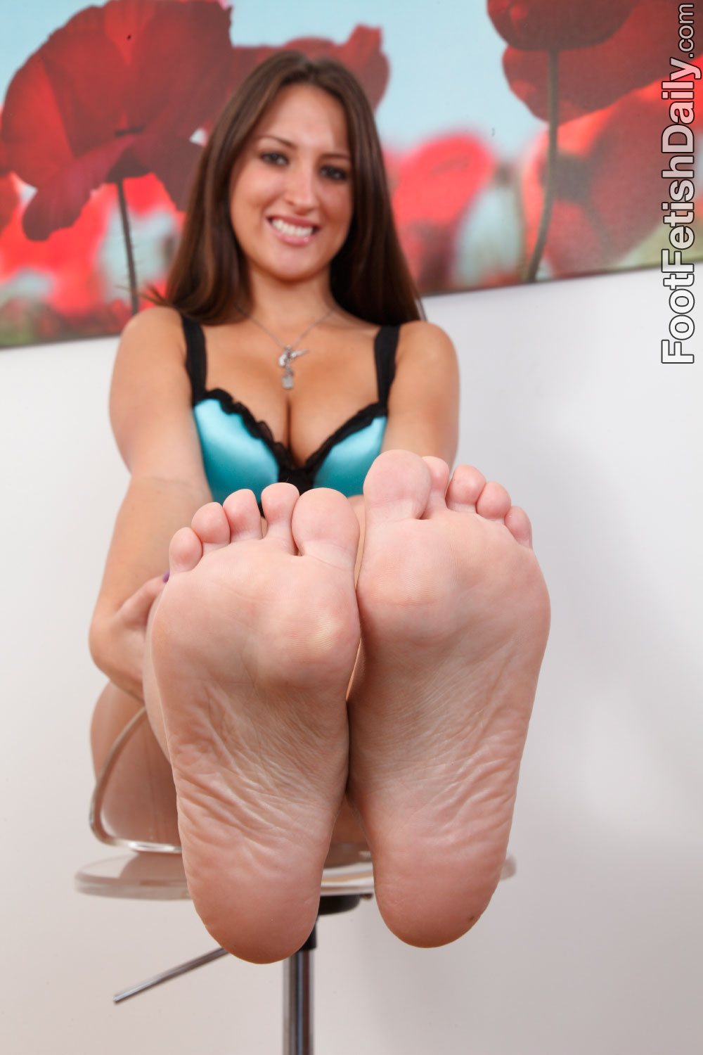 Chris charming gets footjob from lizz tayler xxxbunker