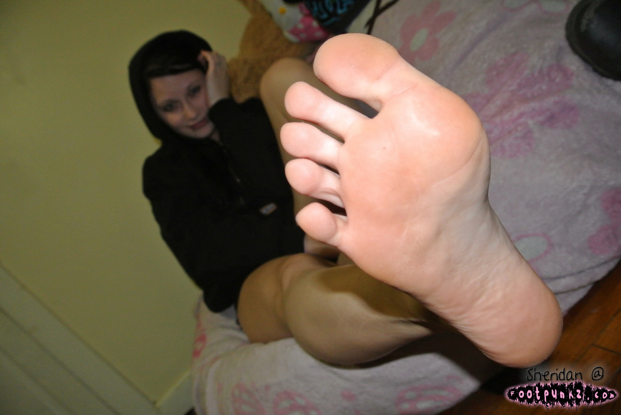 Alas Feet worship