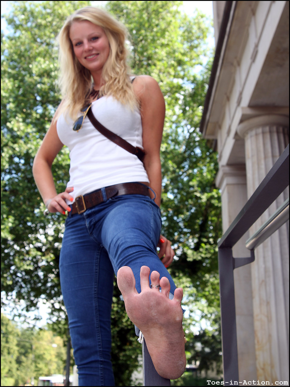 Wu's Feet Links - Barefoot in the City